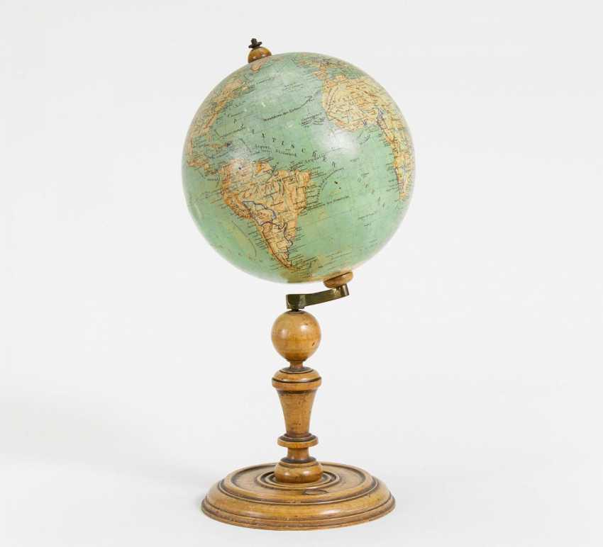 Картинки глобуса с компасом