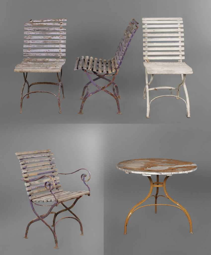 Auction: Garden furniture — buy online by VERYIMPORTANTLOT.com