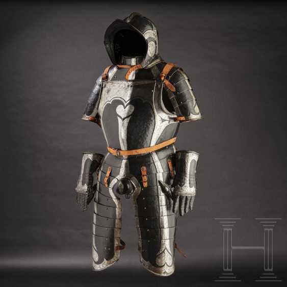 Black-and-white officer's Half-armour, with heart decor, Nuremberg, 1540/50 - photo 1