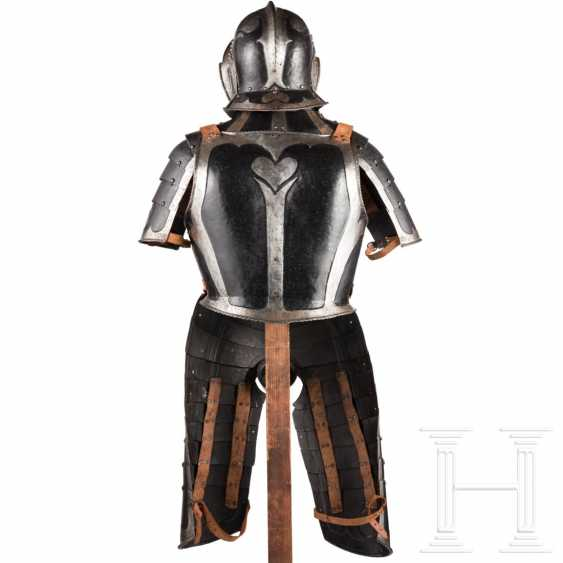 Black-and-white officer's Half-armour, with heart decor, Nuremberg, 1540/50 - photo 7