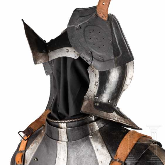 Black-and-white officer's Half-armour, with heart decor, Nuremberg, 1540/50 - photo 9