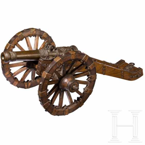 Model cannon with gun mount, Nuremberg, dated 1650 - photo 1