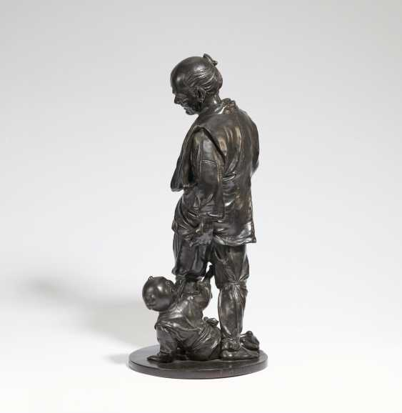 IMPORTANT AND Large BRONZE of A grandfather WITH GRANDSON - photo 2