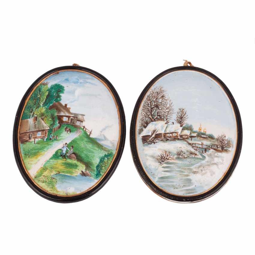 Pair of porcelain relief plaques - photo 1