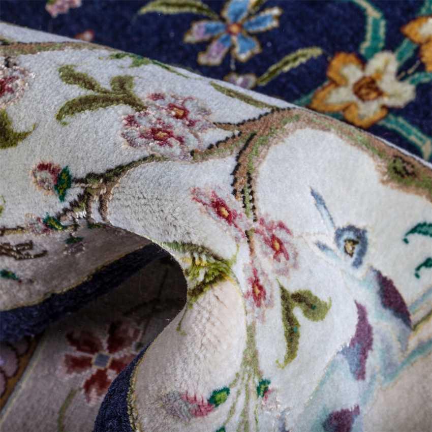 Tabriz Persian rug made of wool - photo 4