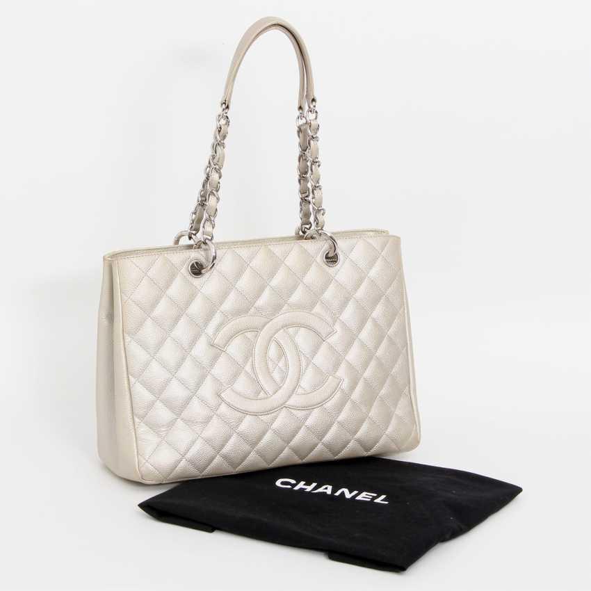 Lot 90 CHANEL elegant shoulder bag