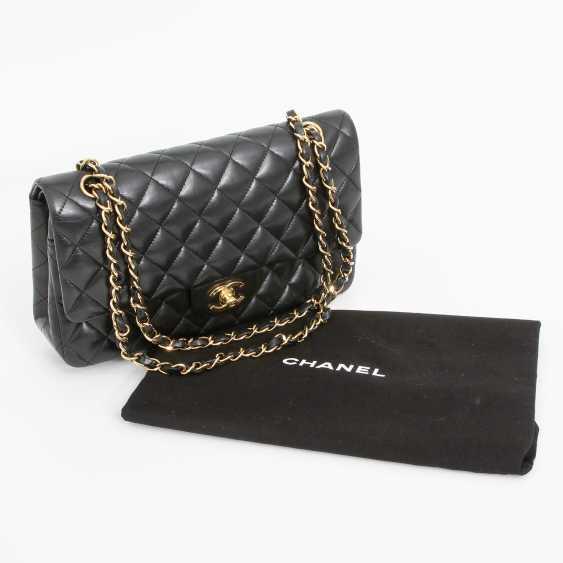 "CHANEL's coveted shoulder bag ""CLASSIC DOUBLE FLAP BAG MEDIUM"" - photo 5"