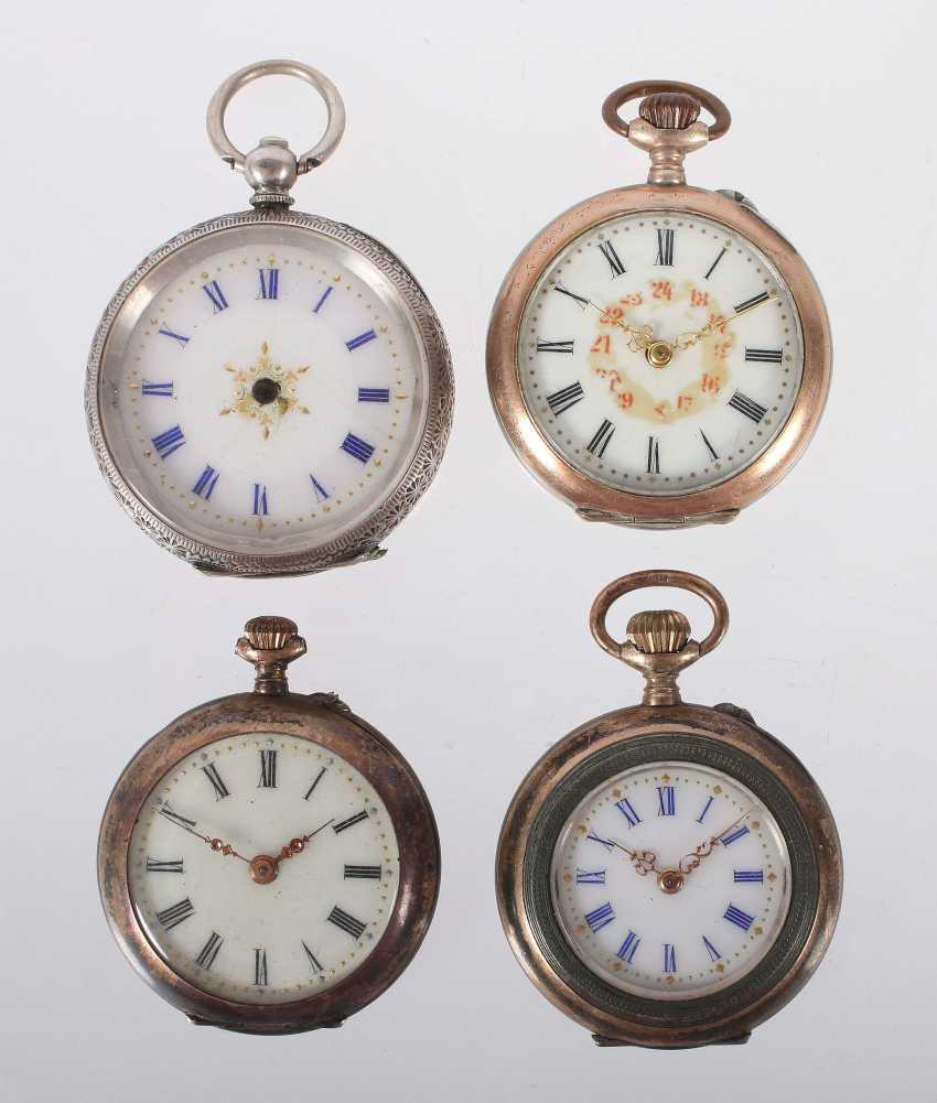 3 ladies pocket watches and 1 case around 1900 - photo 1