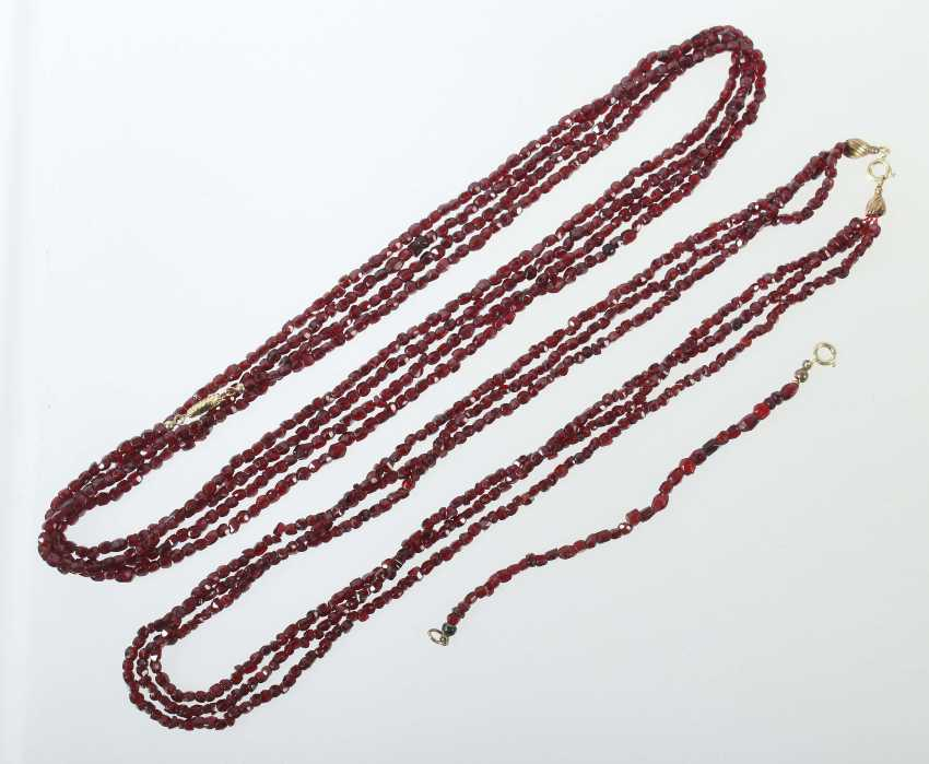 2 garnet necklaces and a bracelet in their mid 20's. Century - photo 1