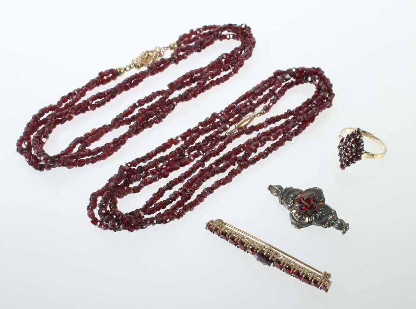 Group Of Garnet Jewelry At The End Of 19./1. Half of the 20. Century - photo 1