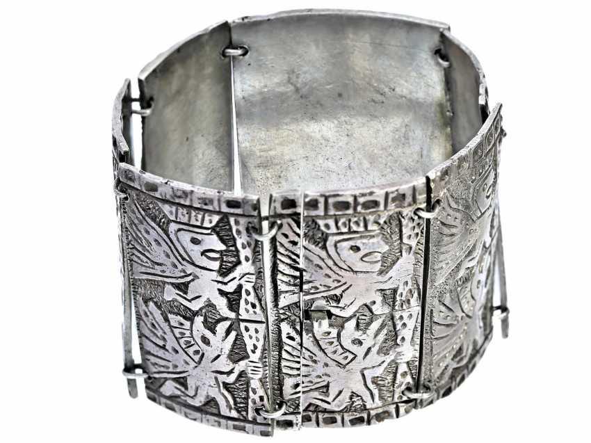 Bracelet: broad and interesting and decorative vintage silver bracelet - photo 1