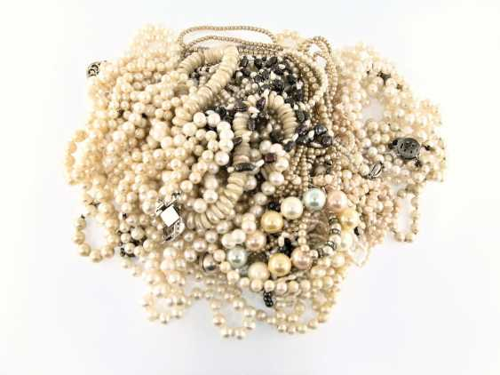 Necklace/bracelets: large and extremely interesting collection of beaded necklaces and bracelets, treasure trove - photo 1
