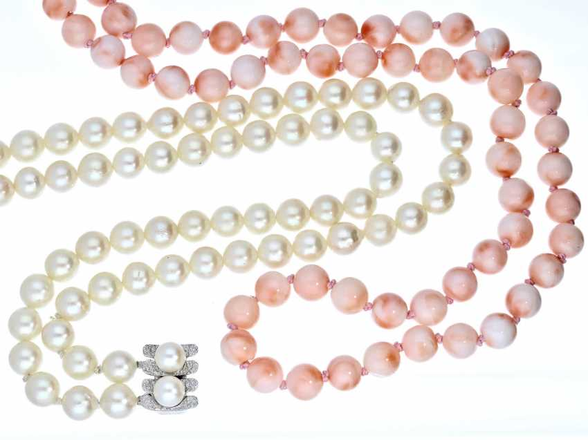 Chain: halsnahes double-row cultured pearl necklace, as well as decorative coral necklace - photo 1