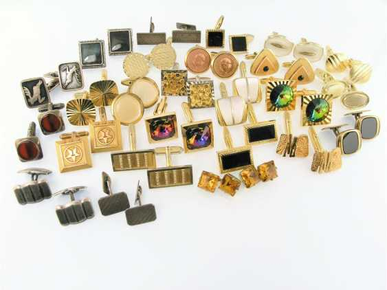 Cufflinks: large mixed lot of vintage cufflinks from a wide variety of materials - photo 1