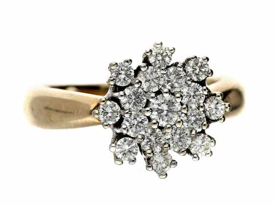 Ring: classic, high-quality brilliant-flowers-ring of Christmas 'Snowflake', approx 0.6 ct - photo 1