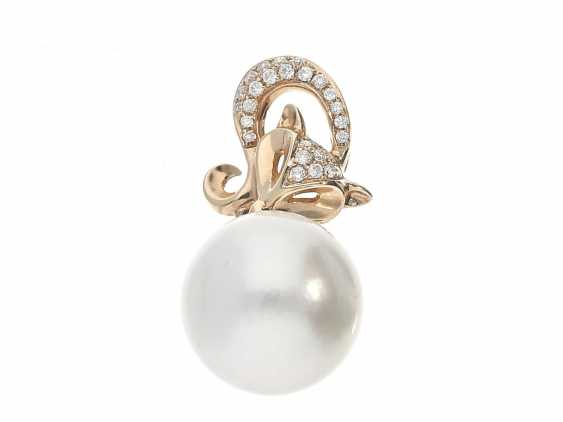 Trailer: new, high quality pendant with large South sea pearl and brilliant-cut diamonds, unworn goldsmiths-rest stock - photo 1