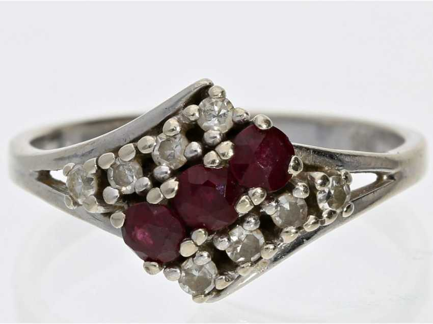 Ring: fine vintage gold wrought ring set with rubies and diamonds - photo 1