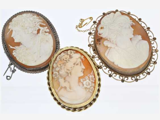 Brooch: lot of 3 antique brooches with cameos, CA. 1870-1950 - photo 1