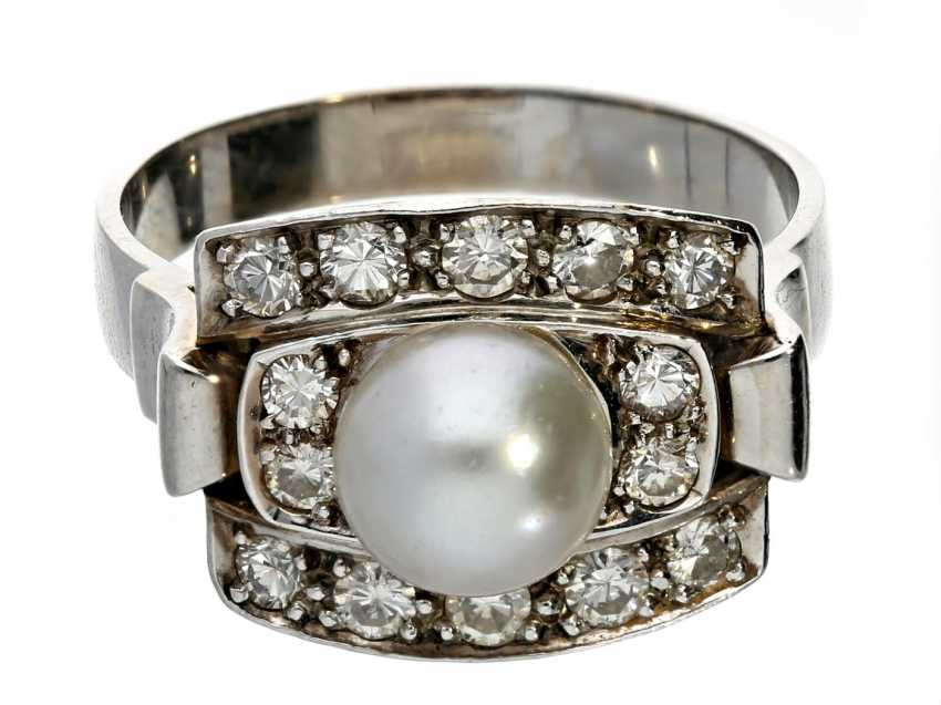 Ring: high quality vintage gold wrought ring with a rich brilliant stocking and cultured pearl - photo 1