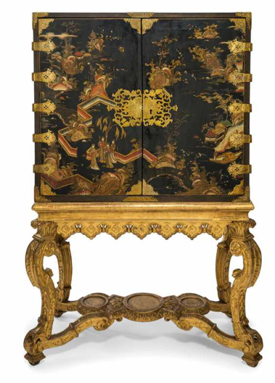 Museum-like Baroque-top Cabinet with chinoiser lacquer painting - photo 1