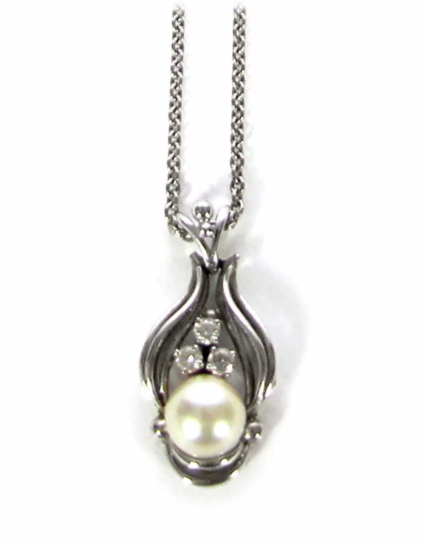 IN BREEDING PEARL AND DIAMOND PENDANT - photo 1