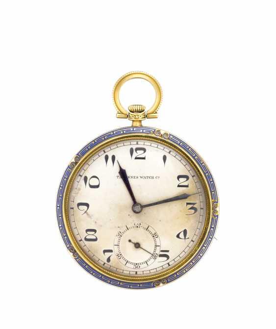 TAVANNES WATCH&CO: Orologio da tasca in oro 18K decorato con greca in smalto blu - photo 1