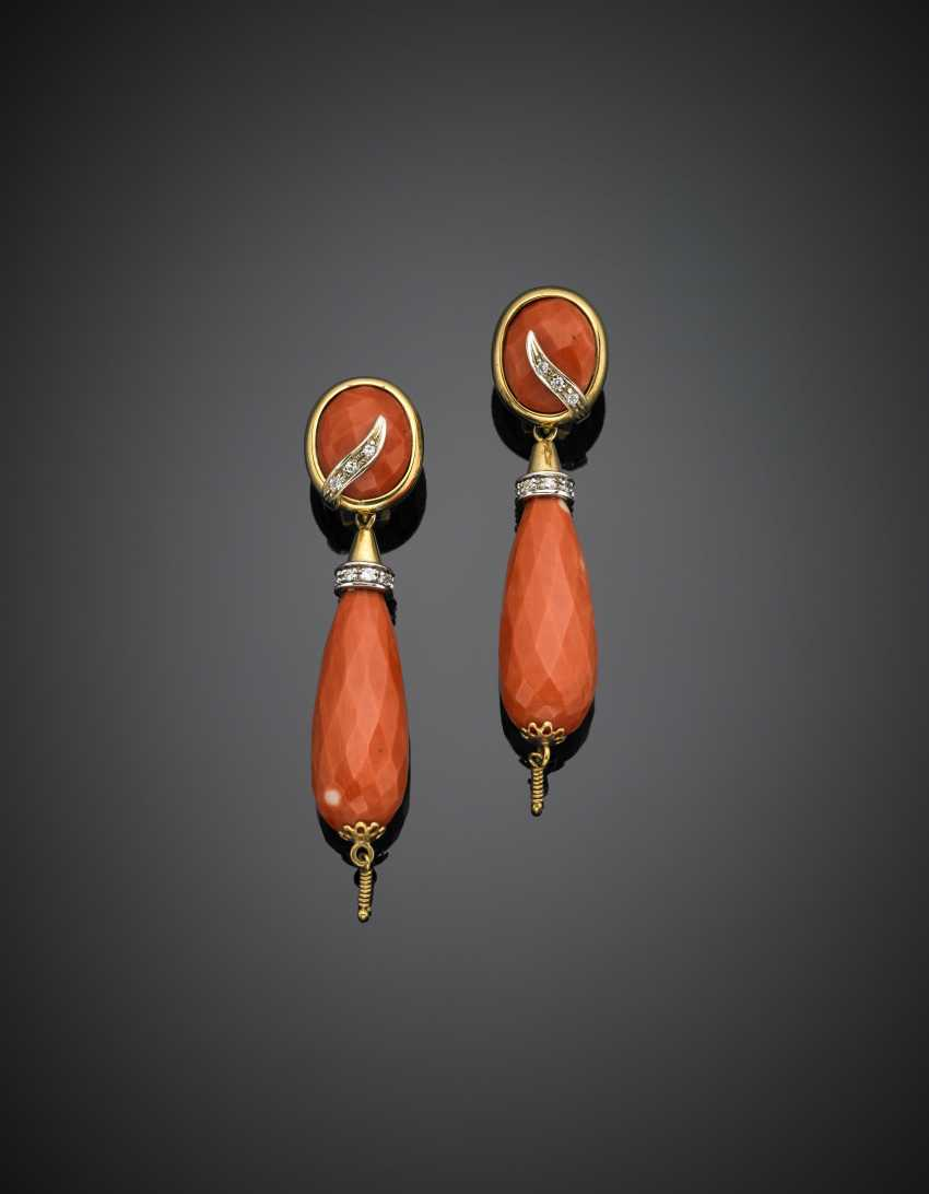 Pendant earrings in yellow and white gold with orange coral oval faceted and briolette - photo 1