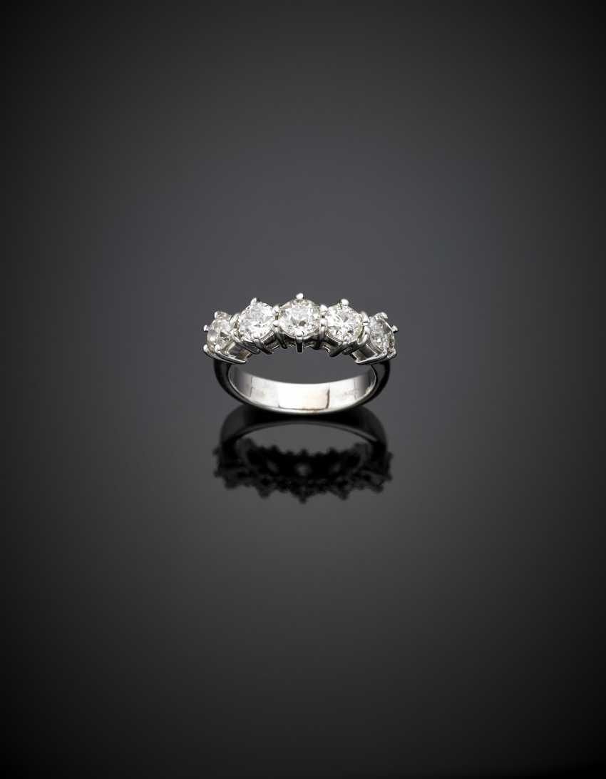 Anello con cinque diamanti rotondi e taglio vecchio europeo per complessivi ct. 1 - photo 1