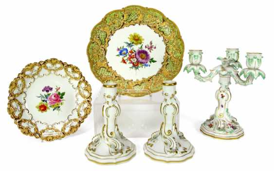 3 CANDLESTICKS, 2 MAGNIFICENT PLATES - photo 1
