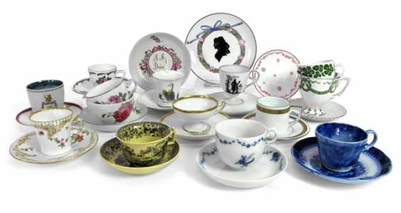 MIXED LOT OF CUPS, SAUCERS, - photo 1