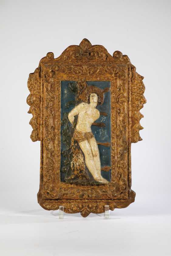Wood relief with Hl. Sebastian - photo 1