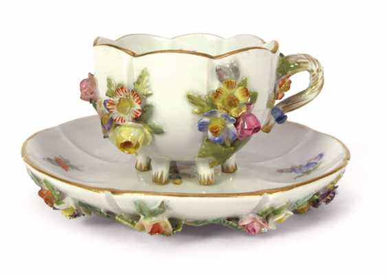 ZIERTASSE WITH APPLIED FLOWERS, - photo 1