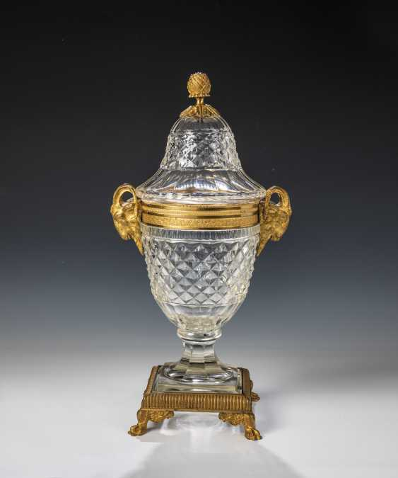 Cover the vessel with gilt bronze mount - photo 1