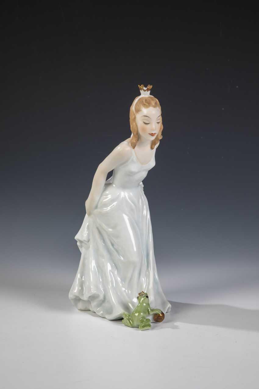 Frog Queen - photo 1