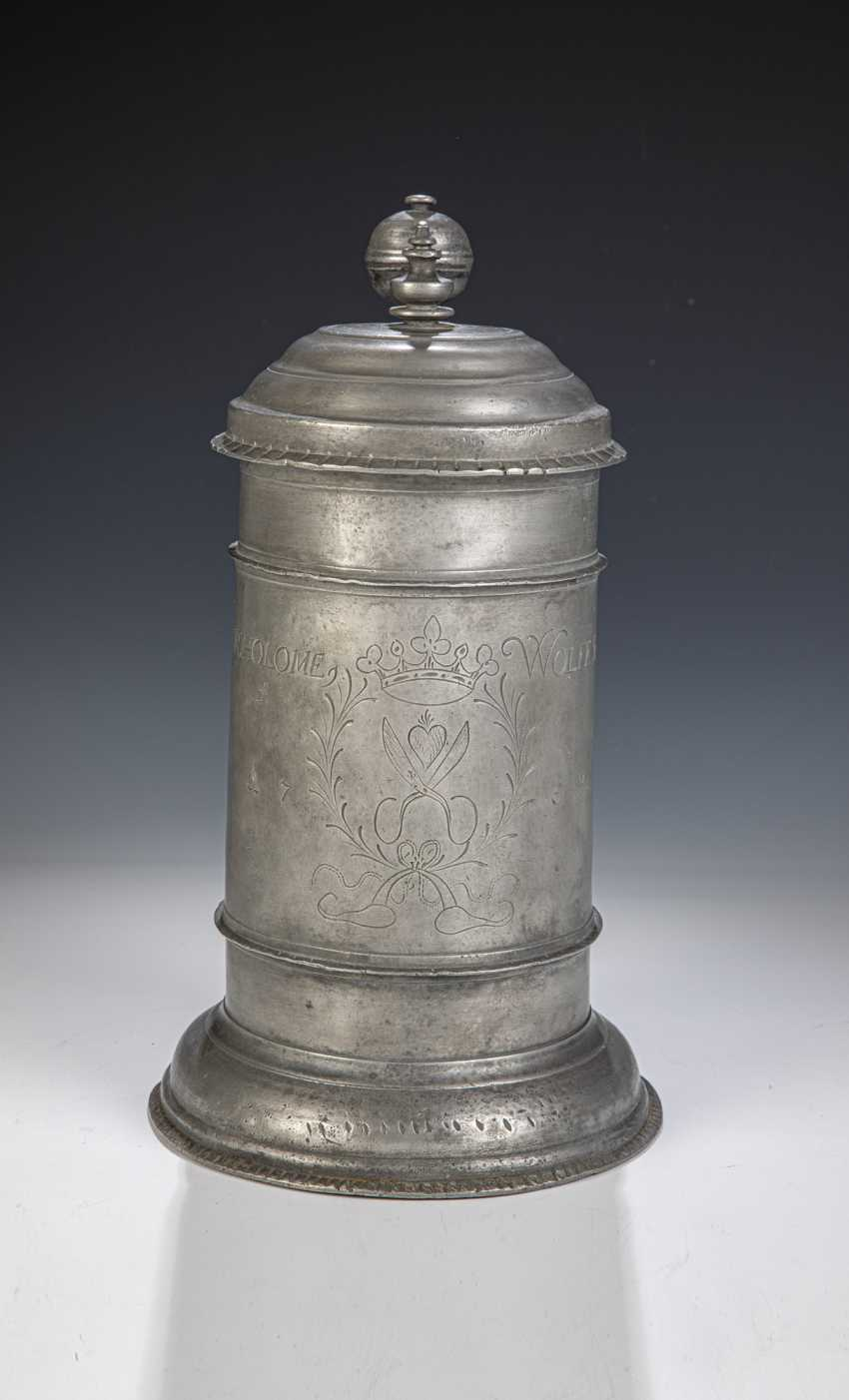 Pewter mug with Emblem of the tailors ' Guild - photo 1