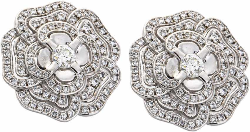 Clip earrings with diamonds - photo 1