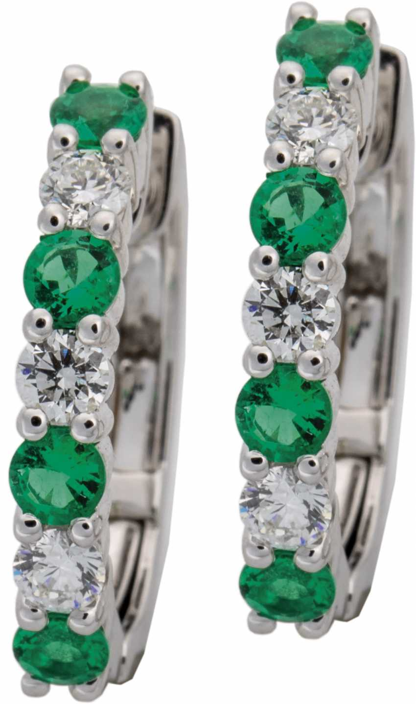 Ohrcreolen with diamonds and emeralds - photo 1