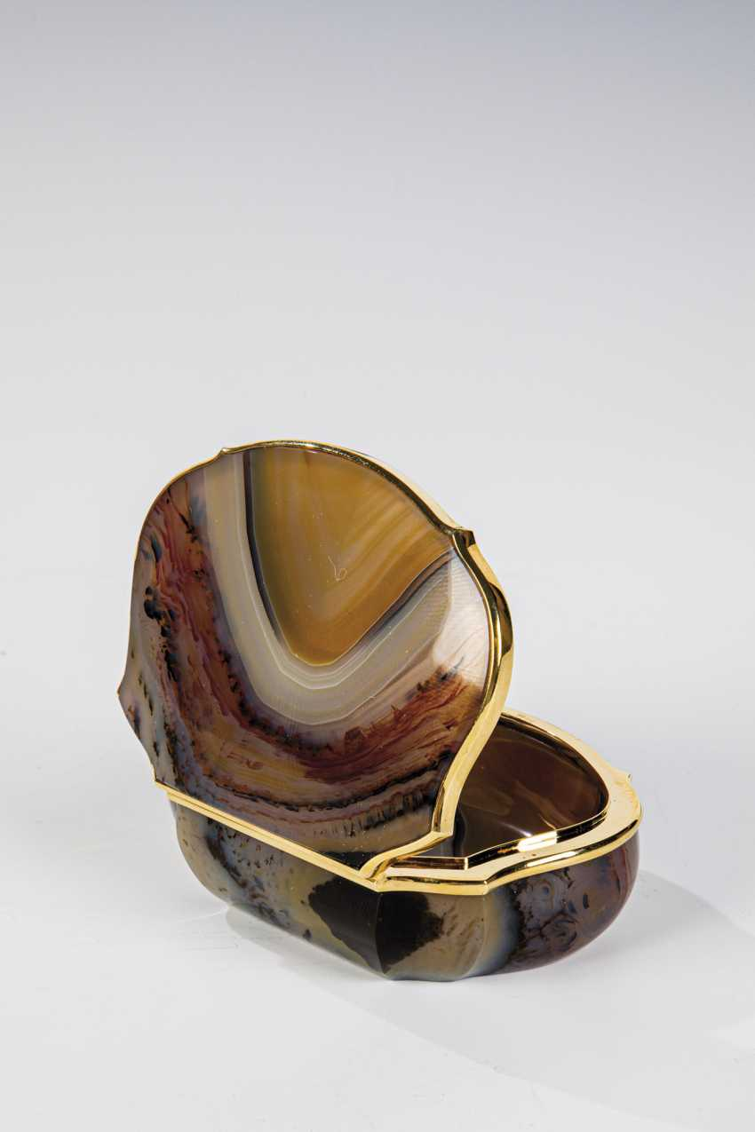Agate box with gold mount - photo 1