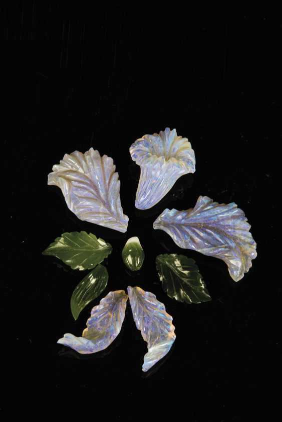 Hand-cut opal flower with Jadeblättern - photo 1