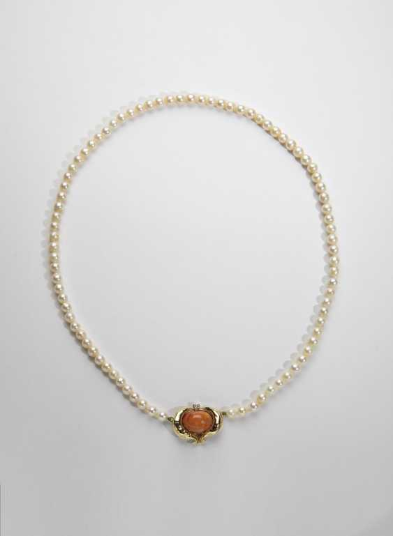 Pearl necklace with Golden Clasp - photo 1