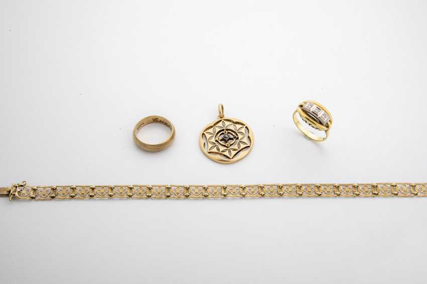 Four-Piece Gold Jewellery Collection - photo 1