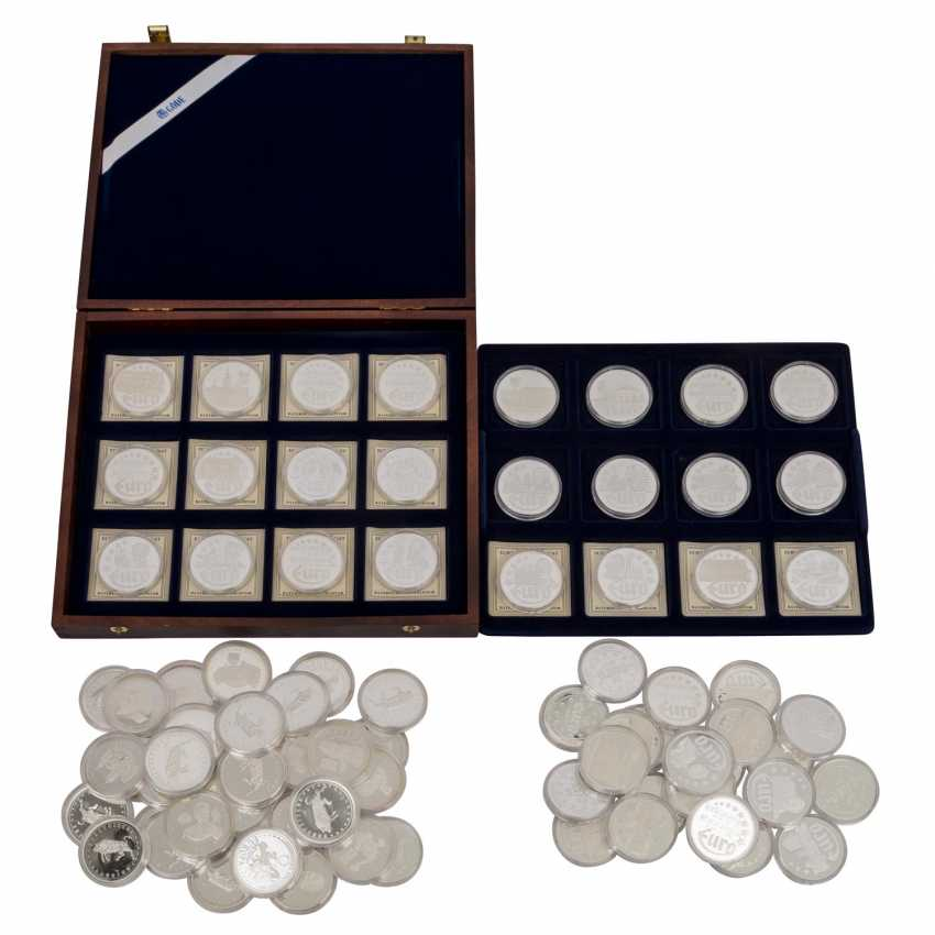 Silver medals 80 pieces each approx. 20 g of finely, - photo 1