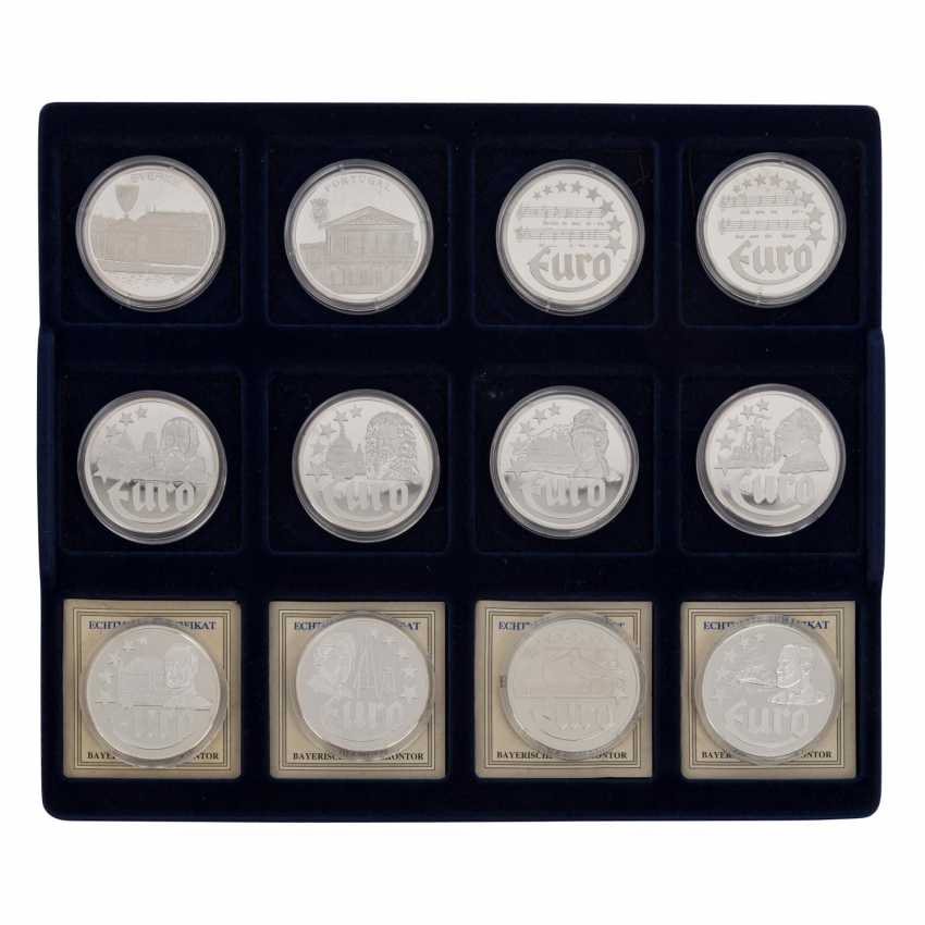 Silver medals 80 pieces each approx. 20 g of finely, - photo 2