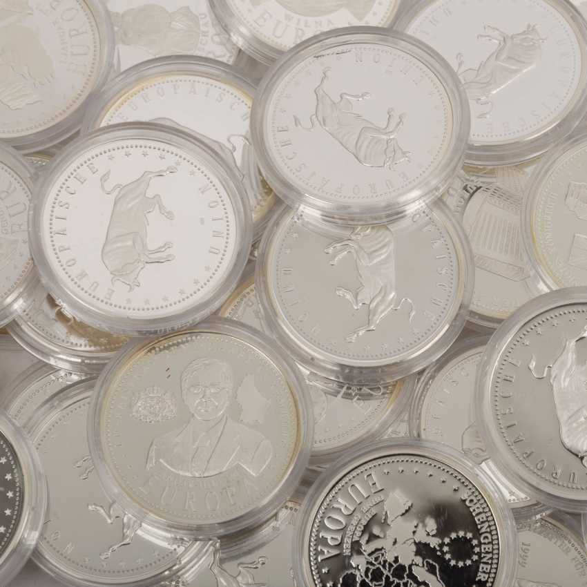 Silver medals 80 pieces each approx. 20 g of finely, - photo 4