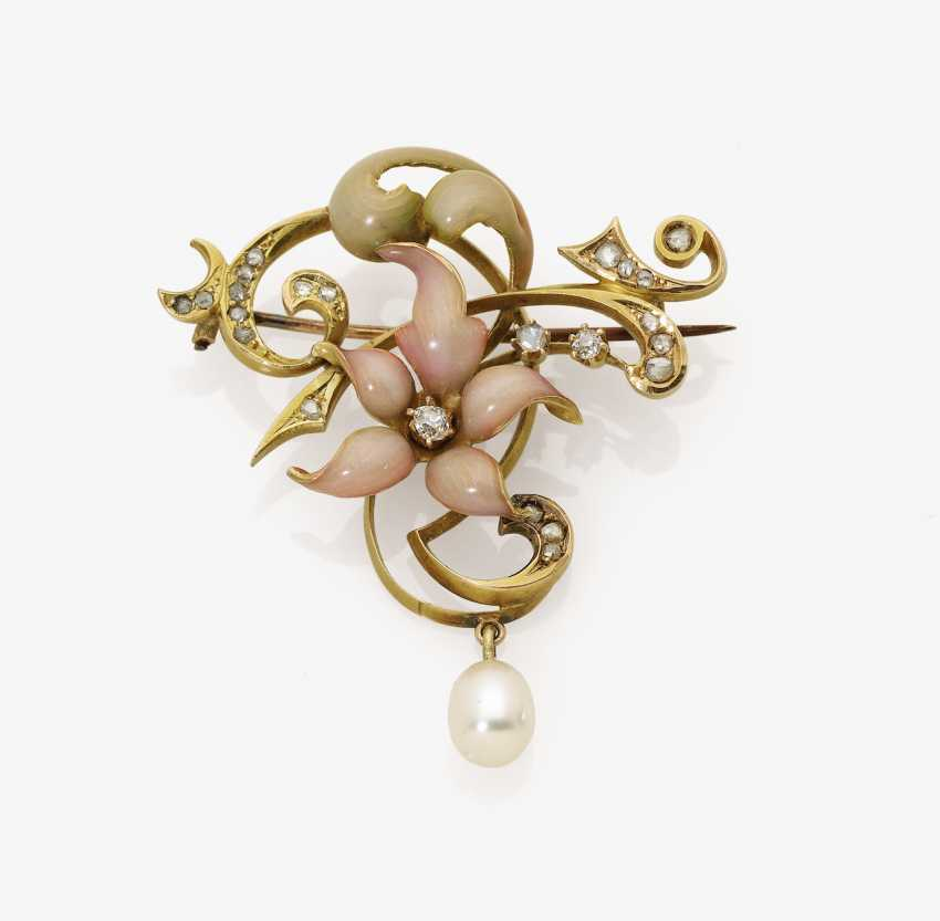 Floral art Nouveau brooch with diamonds, pearl and enamel - photo 1