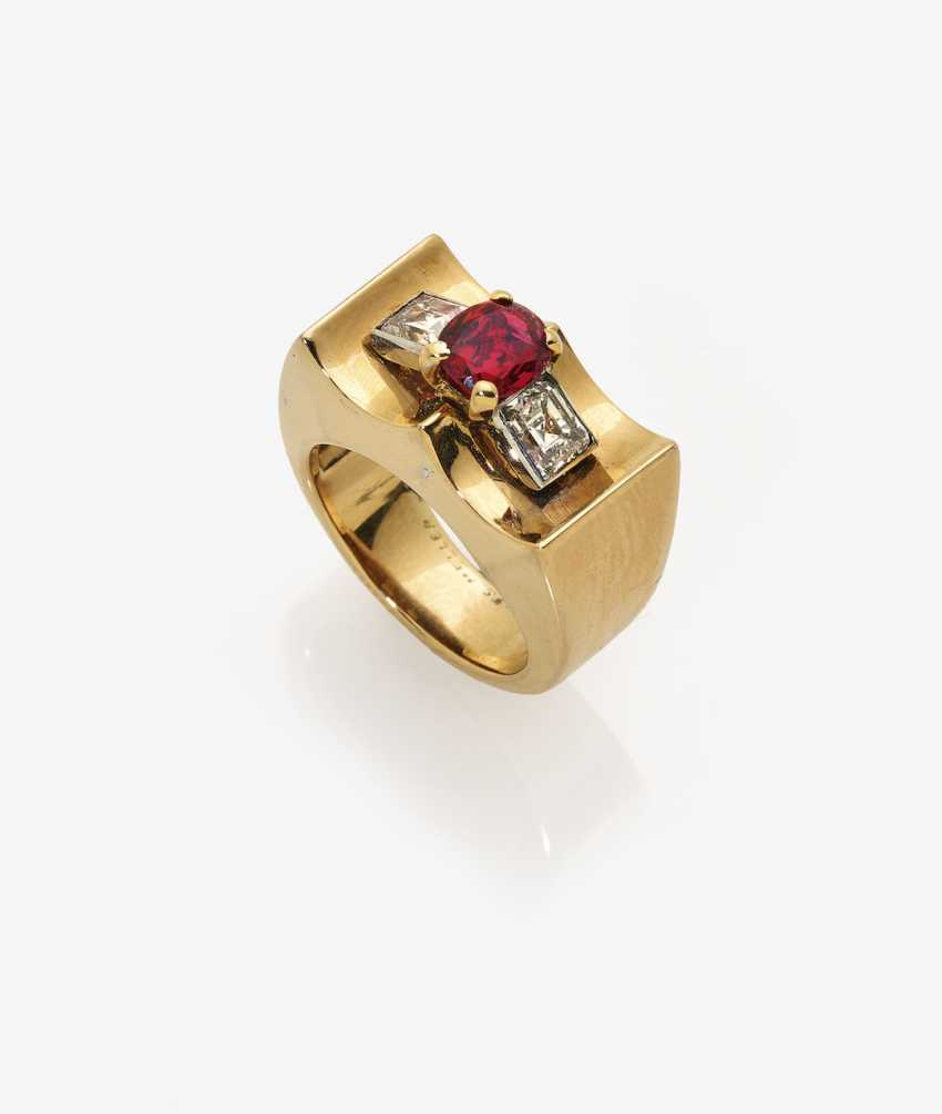 Cocktail ring with ruby and diamonds - photo 1