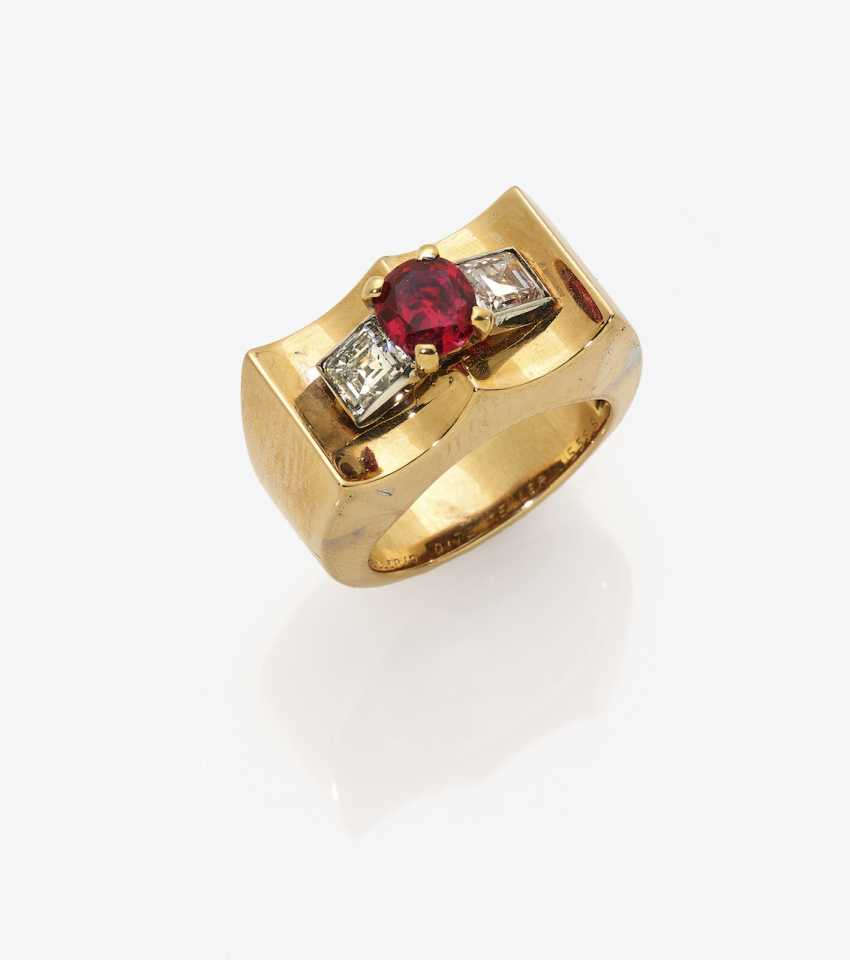 Cocktail ring with ruby and diamonds - photo 2