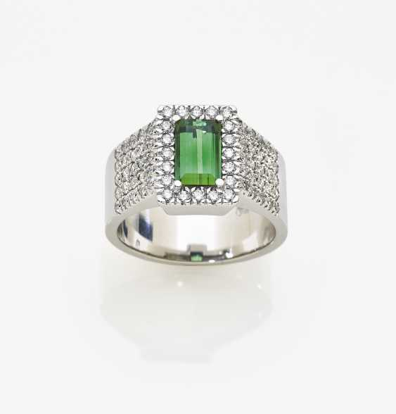 Ring with tourmaline and brilliants - photo 1