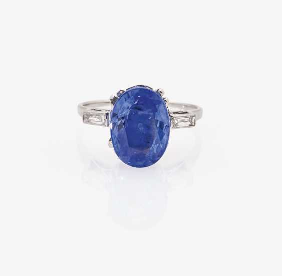 Alliance ring with a natural colored in cornflower blue sapphire and diamonds - photo 2