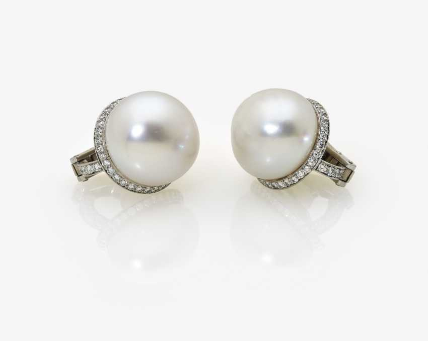 A Pair of clip-on earrings with South sea cultured pearls and diamonds - photo 1